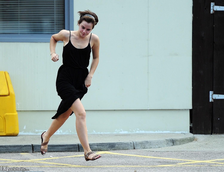 Emma Watson Flashes Her Panties Adzppjsg