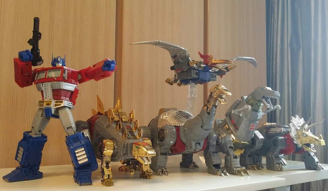 [Fanstoys] Produit Tiers - Dinobots - FT-04 Scoria, FT-05 Soar, FT-06 Sever, FT-07 Stomp, FT-08 Grinder - Page 9 CvkPCxYb