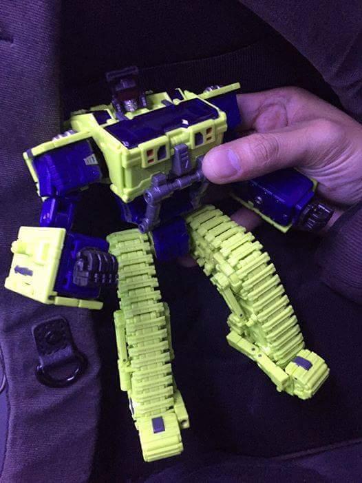 [Toyworld] Produit Tiers - Jouet TW-C Constructor aka Devastator/Dévastateur (Version vert G1 et jaune G2) - Page 3 D4rsdlum