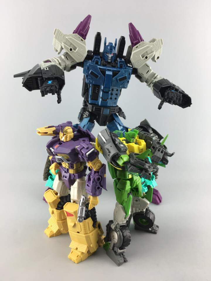 [Mastermind Creations] Produit Tiers - R-17 Carnifex - aka Overlord (TF Masterforce) - Page 2 EDGaU3id