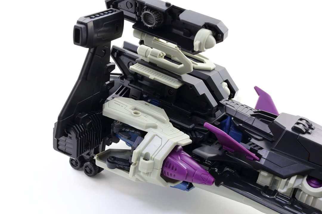 [Mastermind Creations] Produit Tiers - R-17 Carnifex - aka Overlord (TF Masterforce) - Page 3 EeVPTcxa