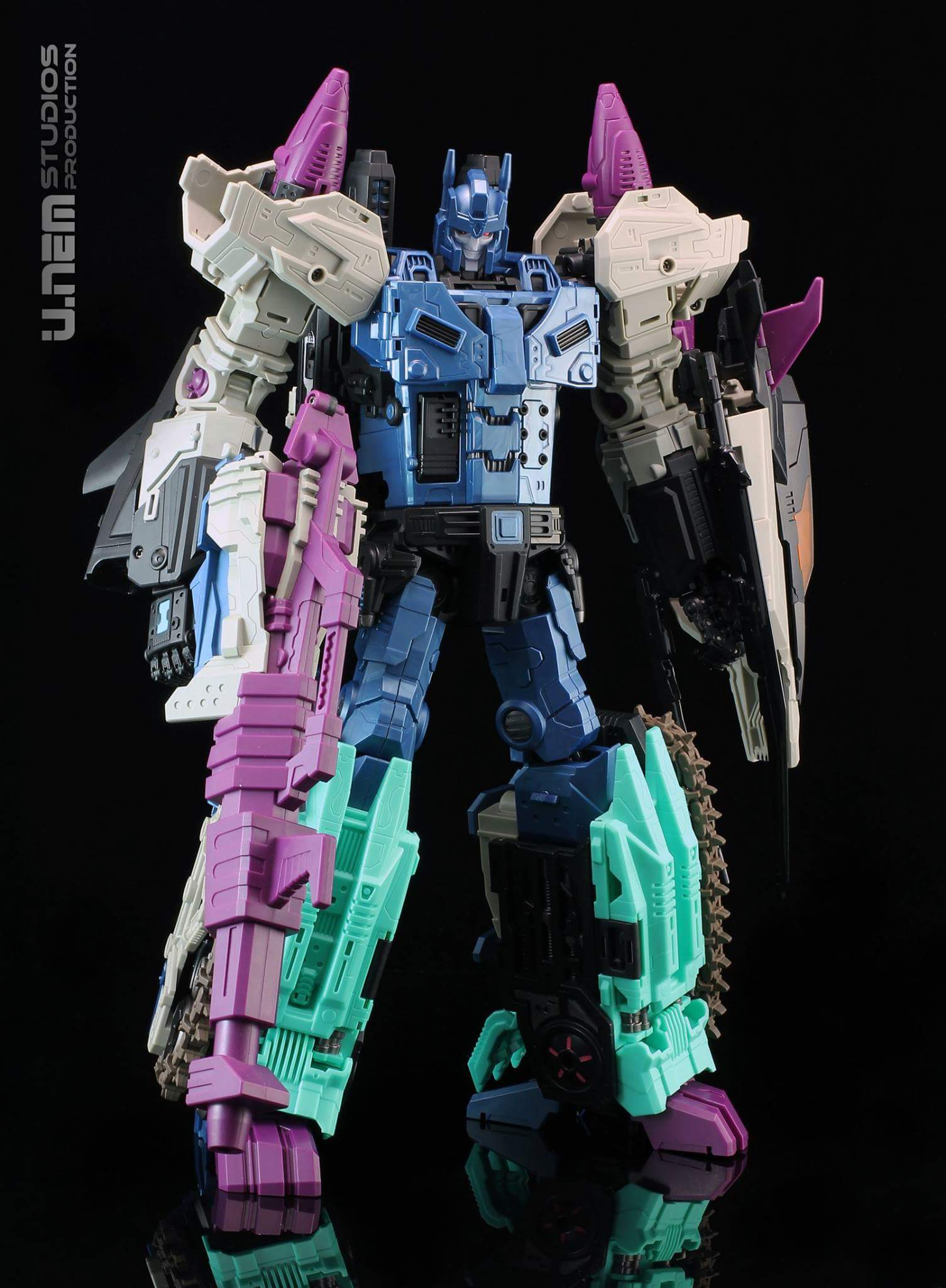 [Mastermind Creations] Produit Tiers - R-17 Carnifex - aka Overlord (TF Masterforce) - Page 2 FvkPYuHb