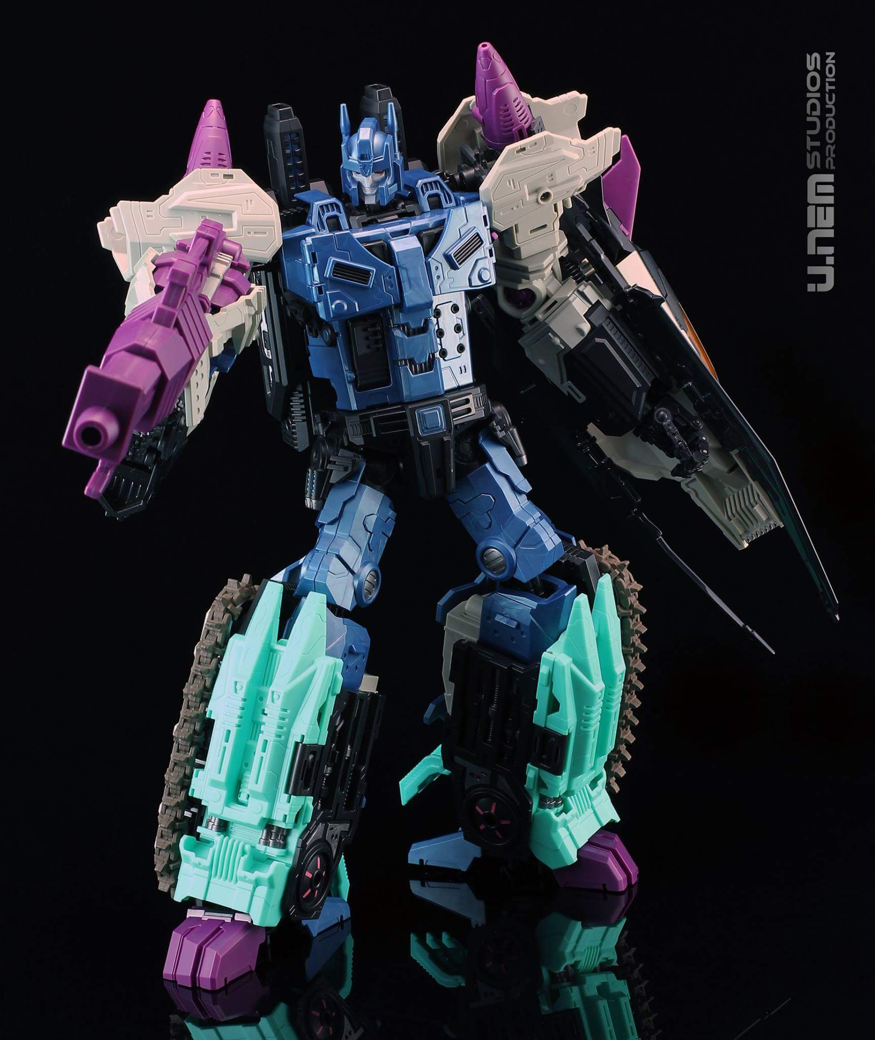 [Mastermind Creations] Produit Tiers - R-17 Carnifex - aka Overlord (TF Masterforce) - Page 2 I3JSxirH