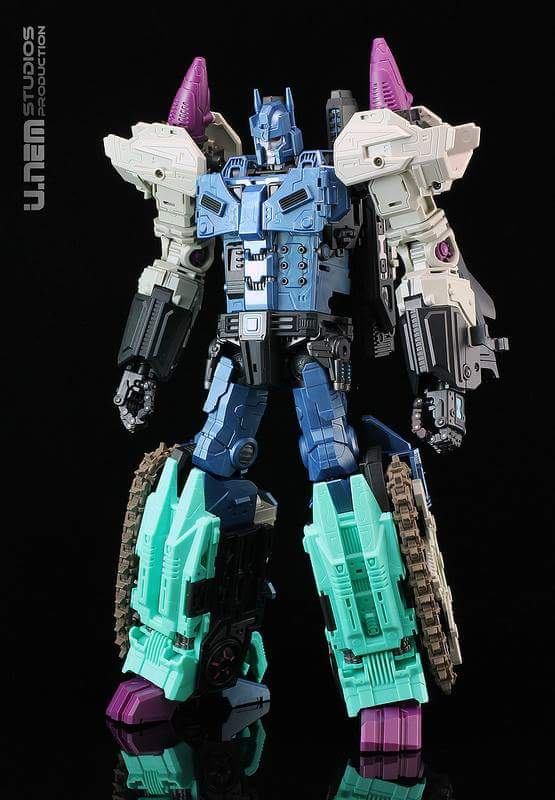 [Mastermind Creations] Produit Tiers - R-17 Carnifex - aka Overlord (TF Masterforce) - Page 2 IJLJEfIG