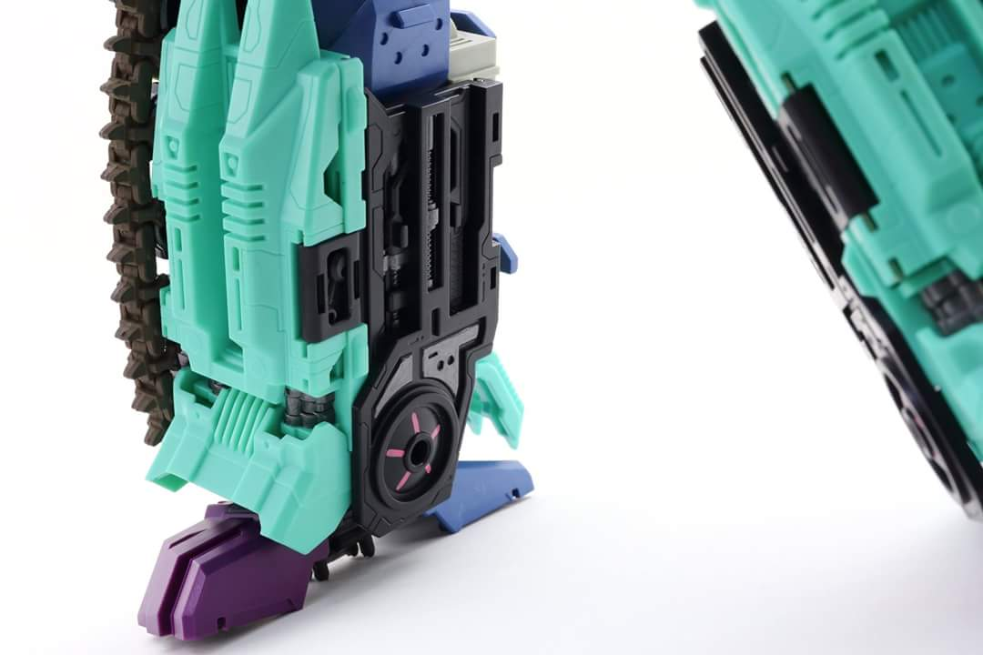 [Mastermind Creations] Produit Tiers - R-17 Carnifex - aka Overlord (TF Masterforce) - Page 3 IY7AhEDH