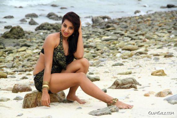 Tollywood Actress Sanjjanaa Photo Gallery Ix74Ccms