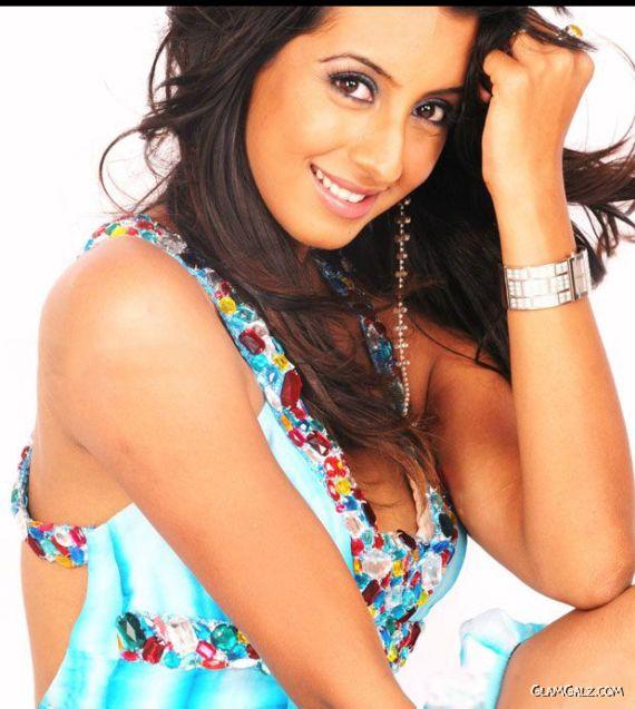 Tollywood Actress Sanjjanaa Photo Gallery KluTGu3T