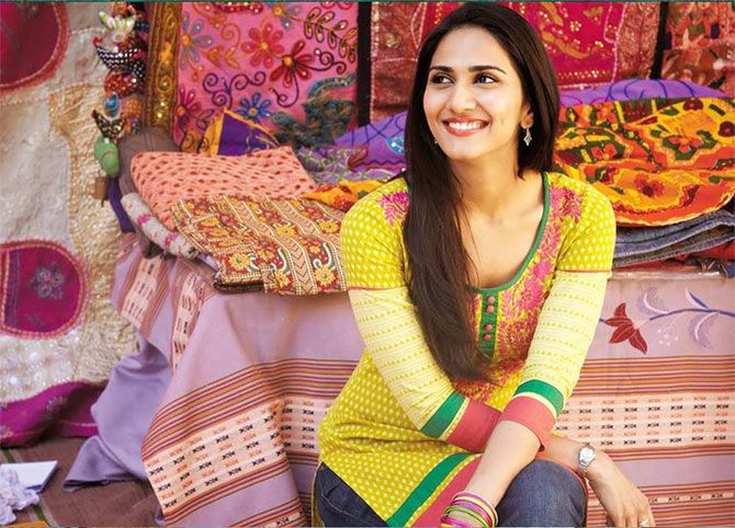 Vaani Kapoor New Hot Stills MAi7EG9l