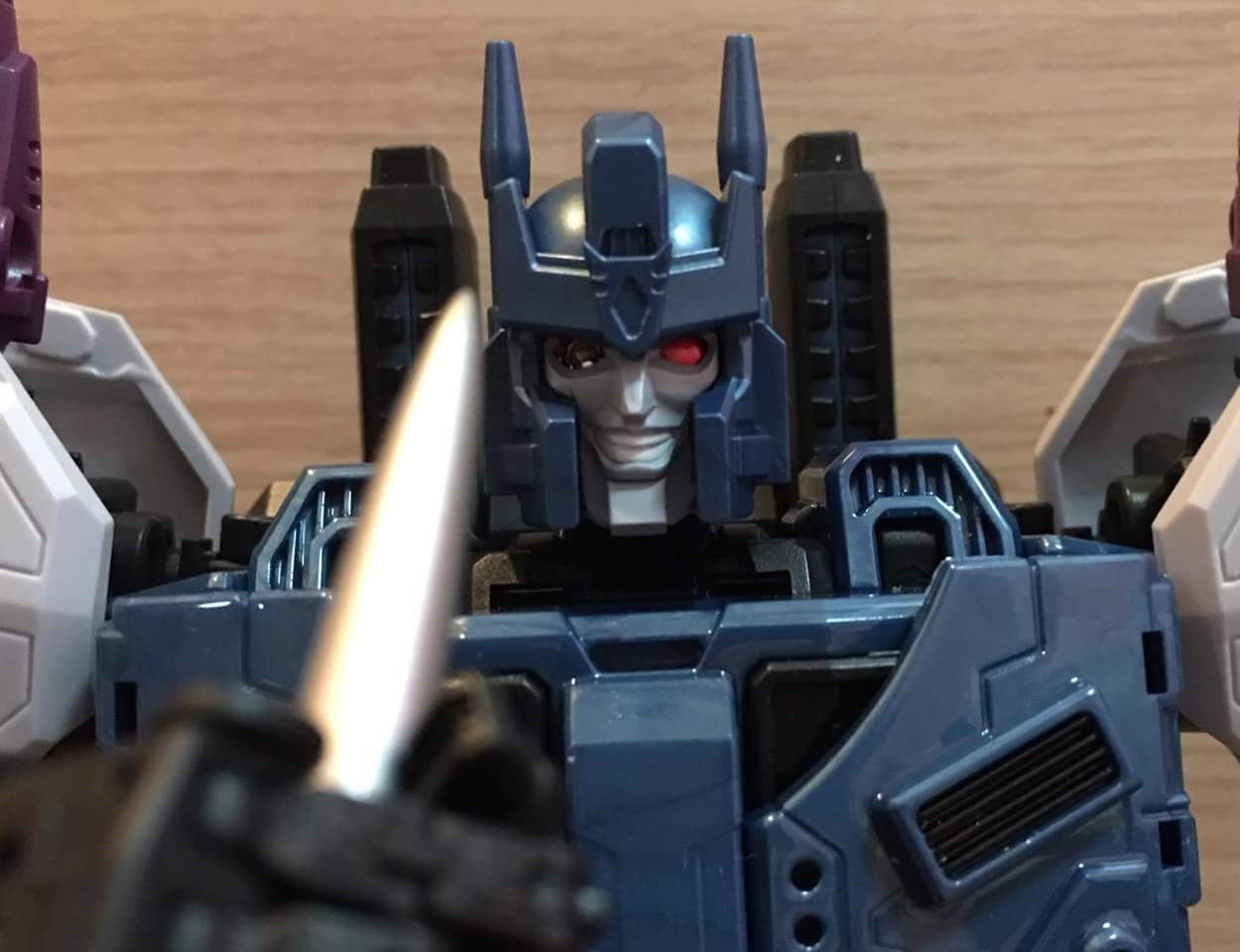 [Mastermind Creations] Produit Tiers - R-17 Carnifex - aka Overlord (TF Masterforce) - Page 3 Mbv5XaWF