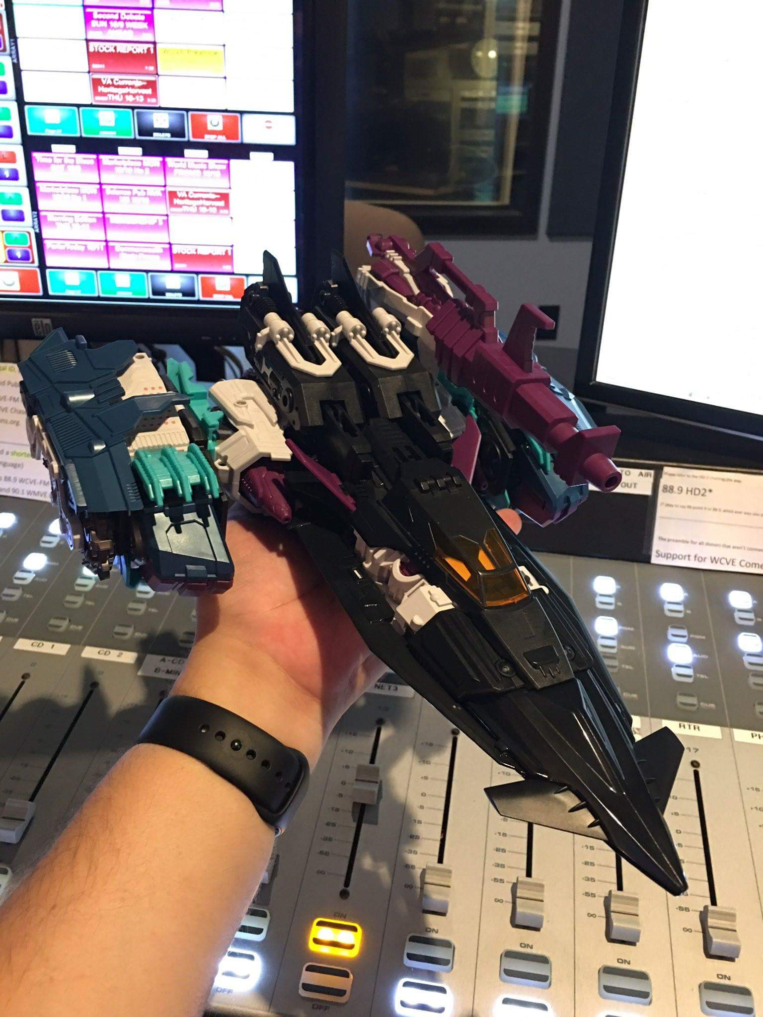 [Mastermind Creations] Produit Tiers - R-17 Carnifex - aka Overlord (TF Masterforce) - Page 3 OPVdYcRM