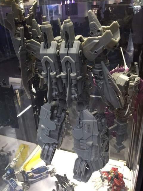 [Mastermind Creations] Produit Tiers - R-17 Carnifex - aka Overlord (TF Masterforce) Oypyaxrw