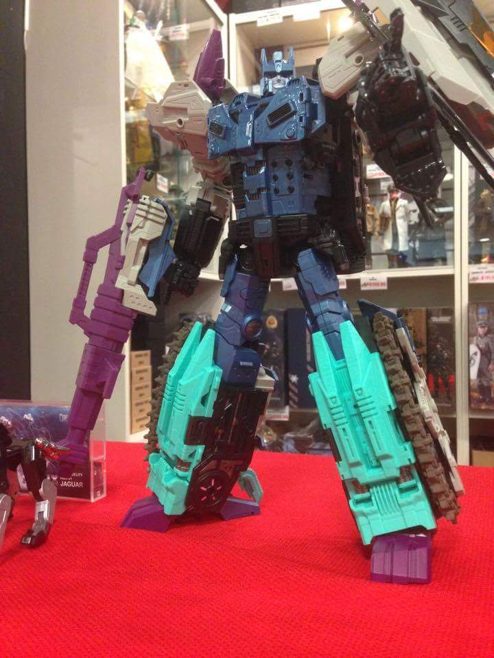 [Mastermind Creations] Produit Tiers - R-17 Carnifex - aka Overlord (TF Masterforce) - Page 2 RaSk7une