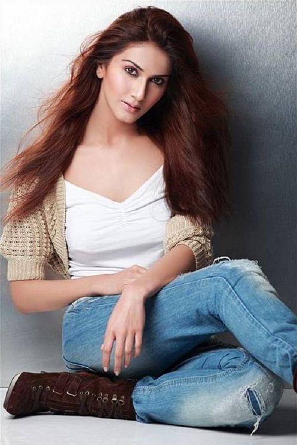Vaani Kapoor New Hot Stills UKaC91zO