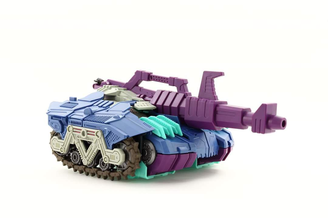 [Mastermind Creations] Produit Tiers - R-17 Carnifex - aka Overlord (TF Masterforce) - Page 3 UkvoQIuQ
