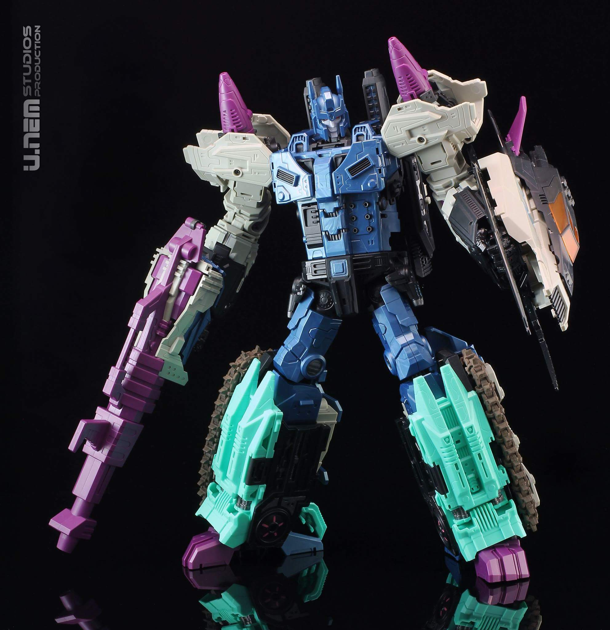 [Mastermind Creations] Produit Tiers - R-17 Carnifex - aka Overlord (TF Masterforce) - Page 2 VLscpljy