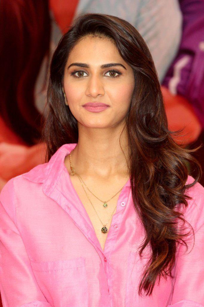 Vaani Kapoor New Hot Stills WvQbVJwM