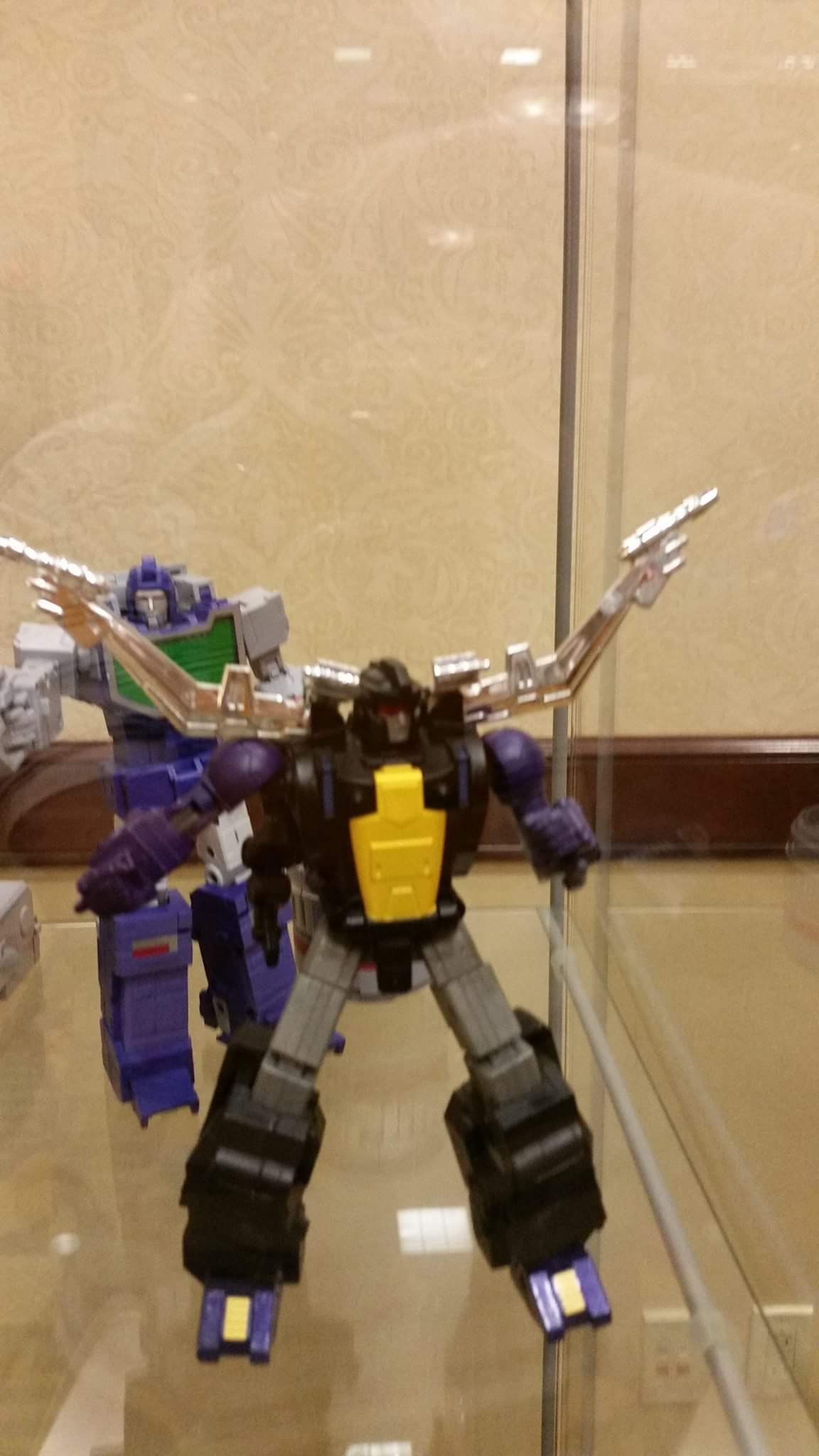 [Fanstoys] Produit Tiers - Jouet FT-12 Grenadier / FT-13 Mercenary / FT-14 Forager - aka Insecticons - Page 2 Ywx9KrUQ