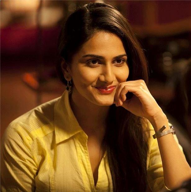 Vaani Kapoor New Hot Stills ZODzVvQq