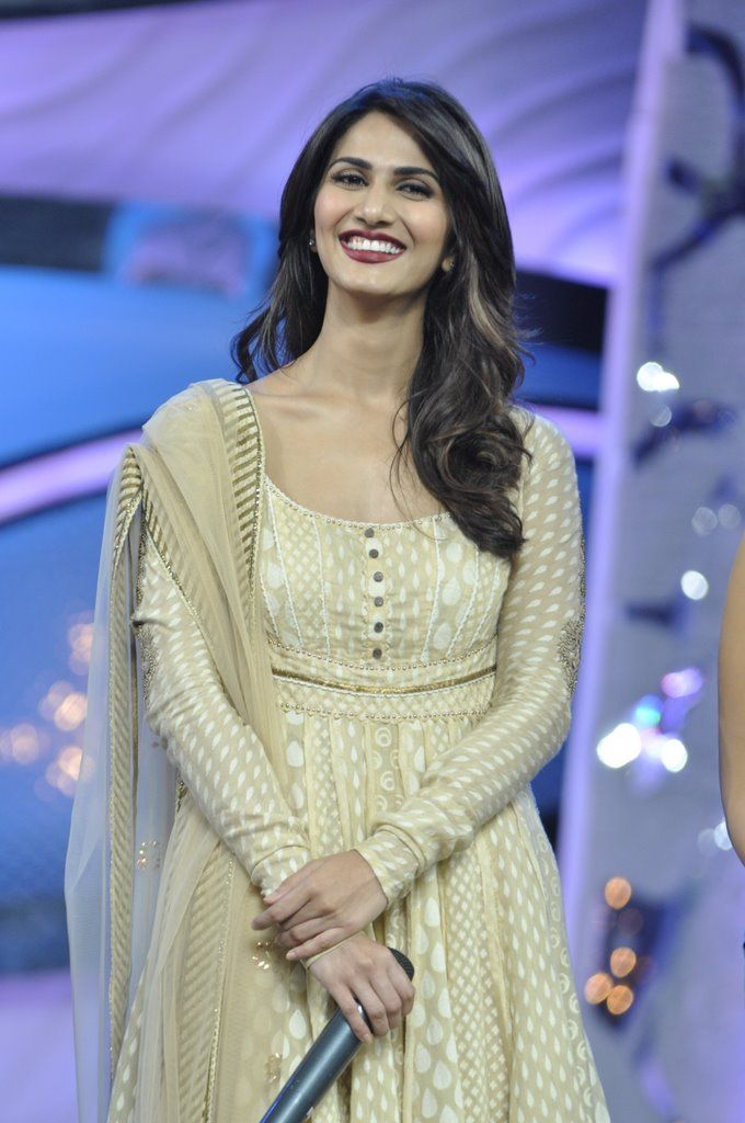 Vaani Kapoor New Hot Stills ZOnvFVEV