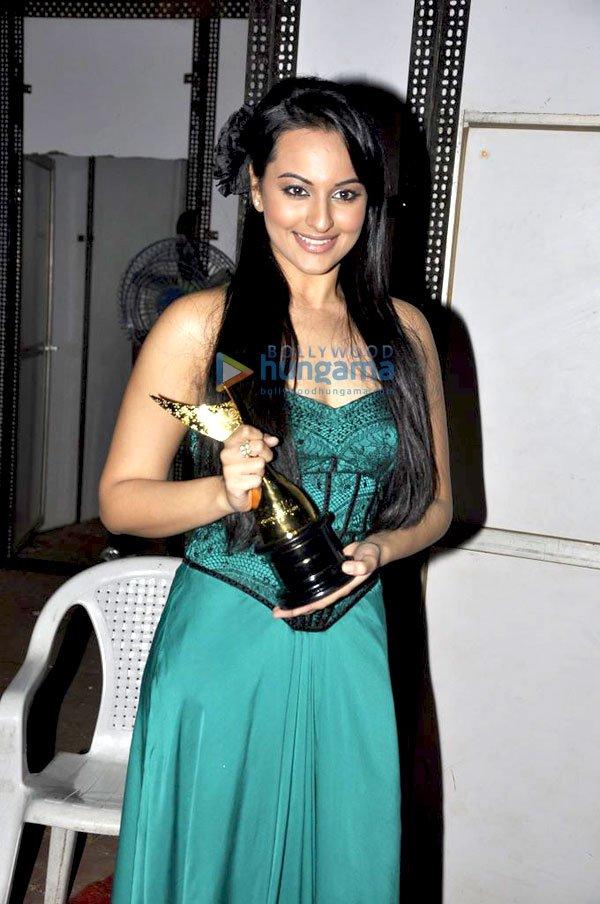 imágenes de algunos de los ganadores e invitados Awards 2011 Still24
