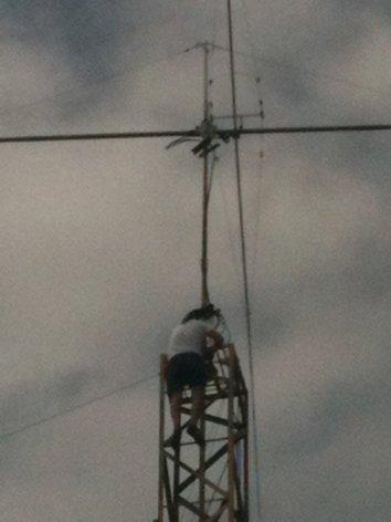 Радиостанция завода ЭНЕРГОСИСТЕМЫ в Оренбурге  RX9T (ex RU9SWW) Anton_zameriaet_dyametr_truby_pod_AD_chtoby_ne_promakhnutsia_1__500