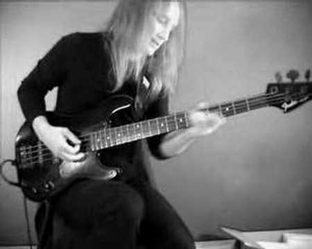 Qual a diferença entre um fender jazz bass special 1986 made in japan e o fender duff mckagan signature bass? Hqdefault