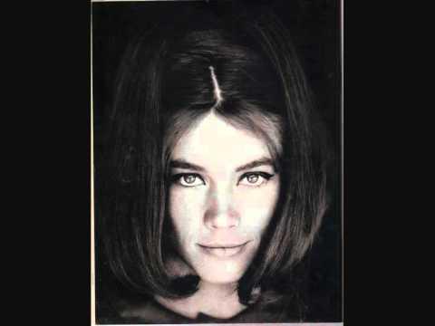 Les coiffures de Françoise Hardy - Page 2 0
