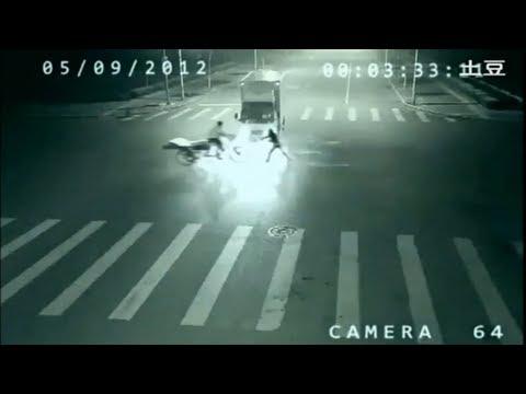 Une  téléportation  filmé  par  une camera  de  surveillance Hqdefault