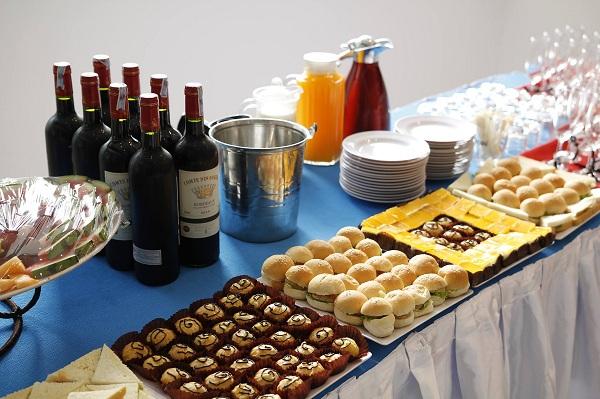 Tổ chức tiệc teabreak trọn gói chi phí tối ưu To-chuc-teabreak-gia-re