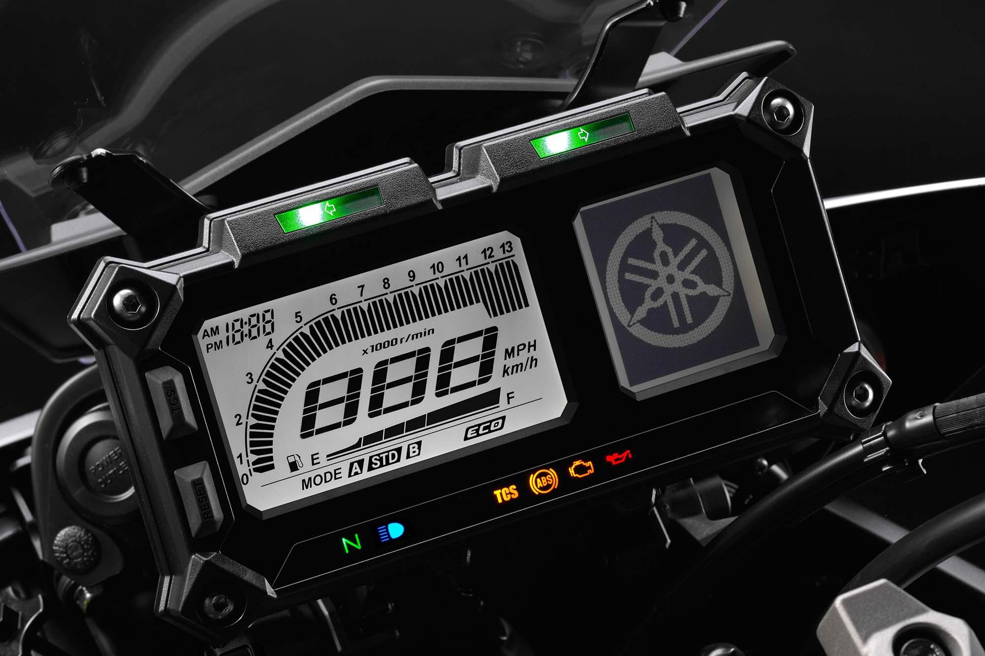 C'est quoi ce mode ECO au tableau de bord ? 2015-Yamaha-FJ-09-MT-09-Tracer-16