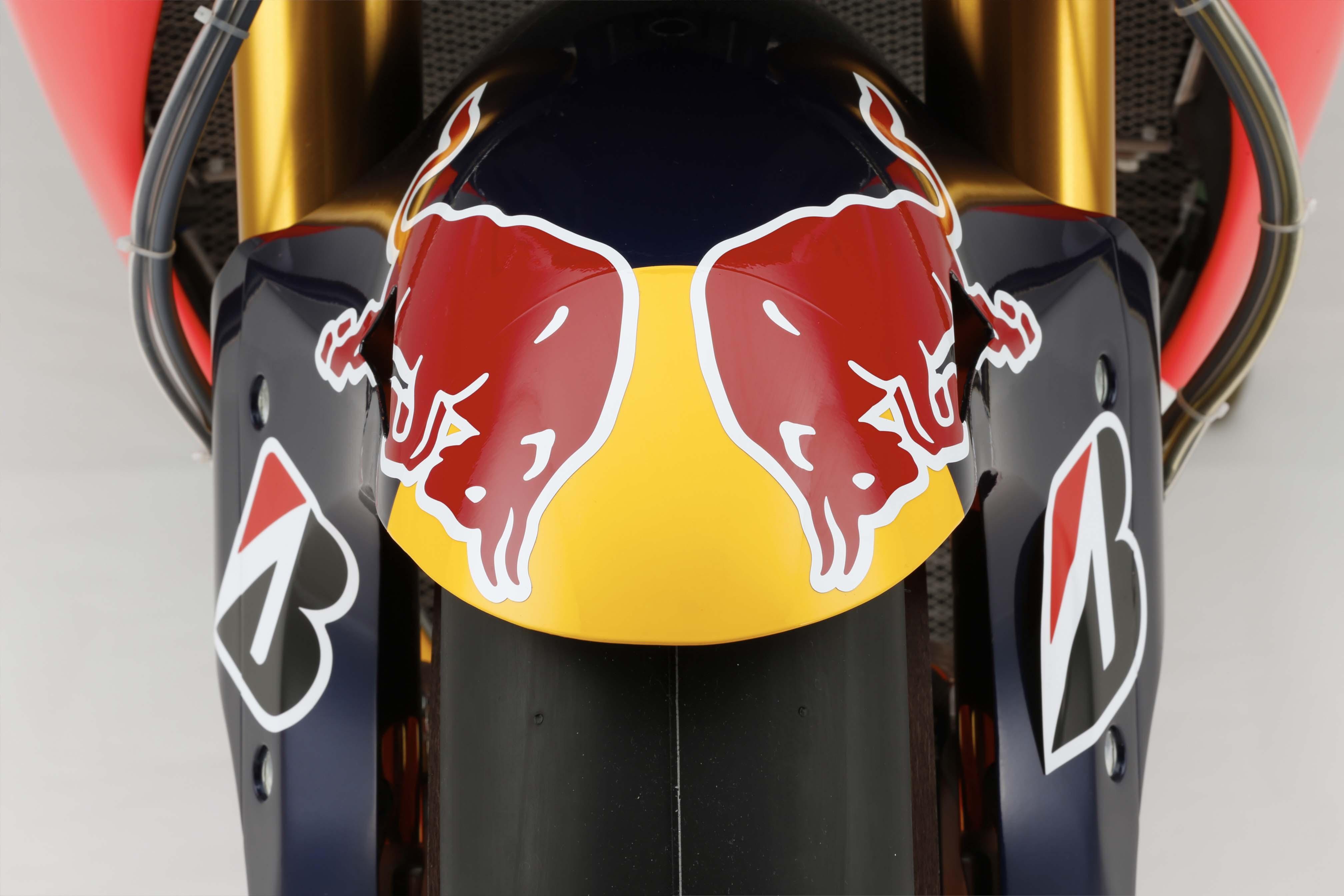 Si tu as un CBR repsol 2015-Honda-RC213V-Marc-Marquez-HRC-huge-03