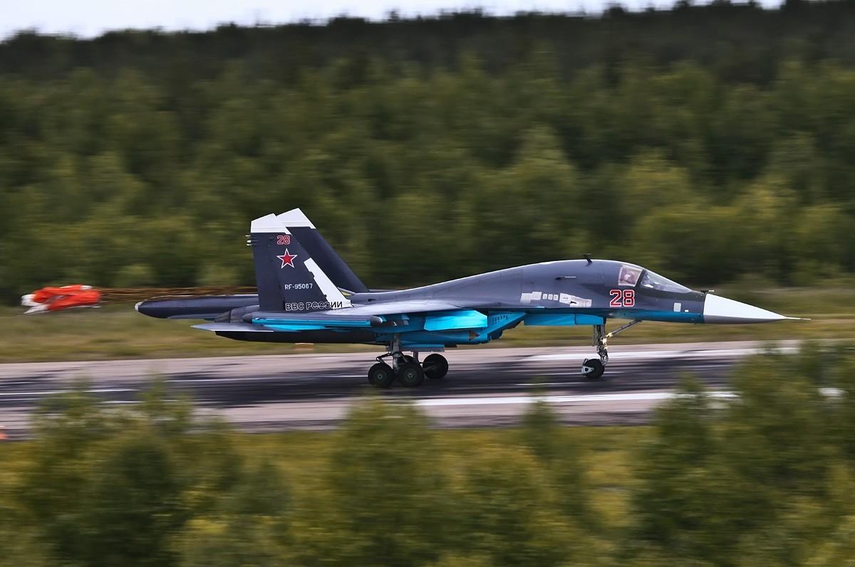 Rusia - Página 29 Sukhoi-Su-34-VVS-Ilya-Savinykh-1