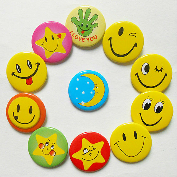 مكتبة ابتسامات و إكسسوارات للمواضيع و المشاركات- حصريا على منتدى واحة الإسلام Wholesale-font-b-Photo-b-font-Color-Smile-Expression-Backpack-Accessories-font-b-Smiling-b-font