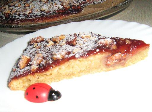Простой сладкий пирожок под глазурью из джема и грецких орехов Be5f6acf7d04