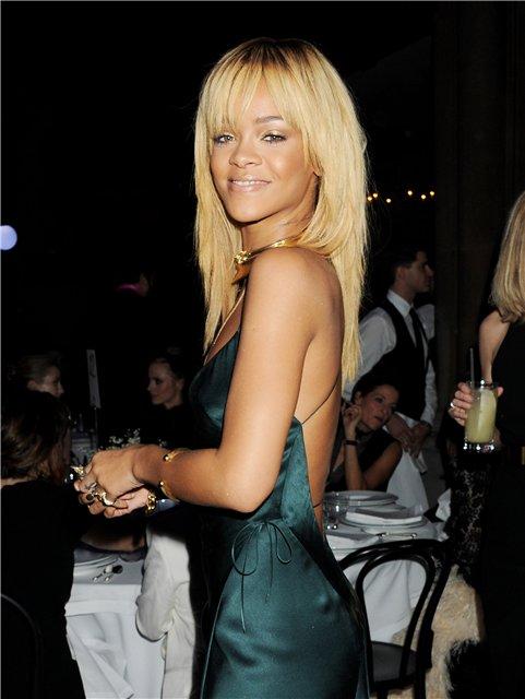 Rihanna  - Страница 2 35d391511cbf