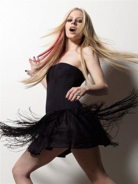 Avril Lavigne 3bb8bff2ce4a