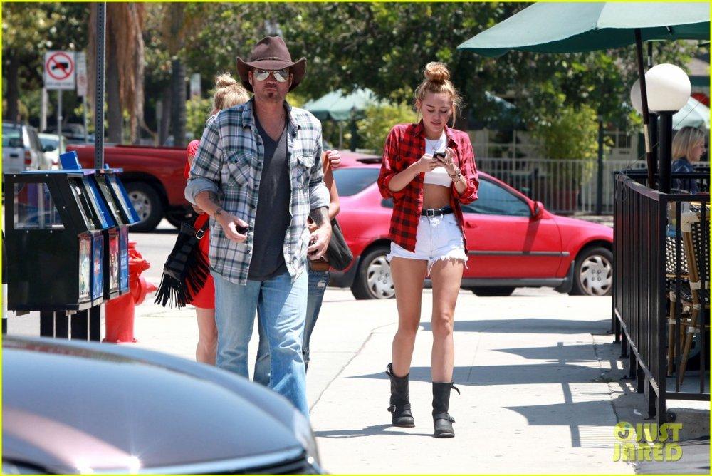 Miley Cyrus - Страница 3 413674743e89