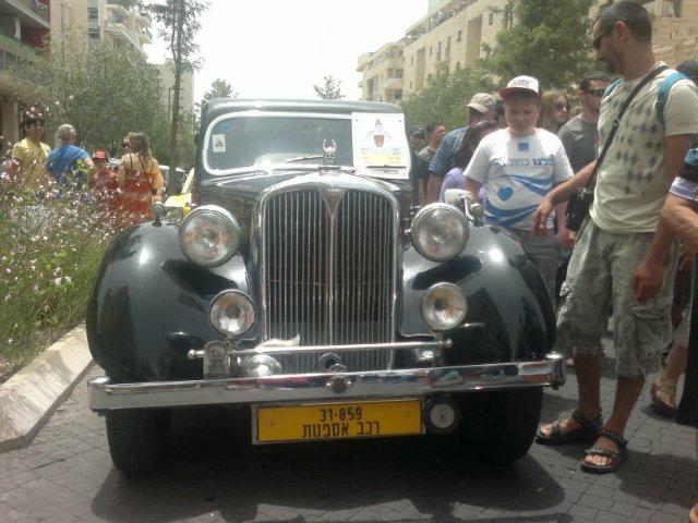 Выставка старых машин в кармиэле 21378268ffd6