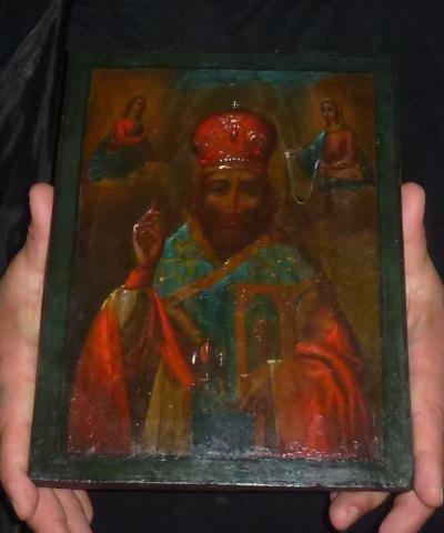 Чудо в лагере беженцев в Пуще-Водице: обновилась икона святителя Николая 3847a6ff892c