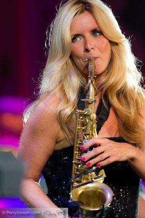 Кэнди Далфер. Девушка с саксофоном 520d8fbf8189