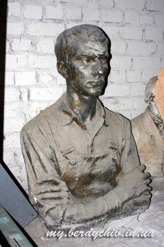 Скульптор Петр Криворуцкий 9246dbba0937