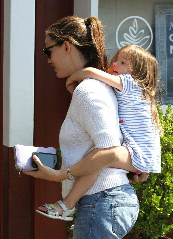 Ben Affleck and Jennifer Garner - Страница 5 58d5c0ca10e9