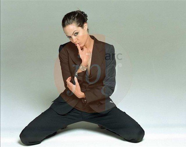 Анжелина Джоли / Angelina Jolie - Страница 2 C9a47ab71250