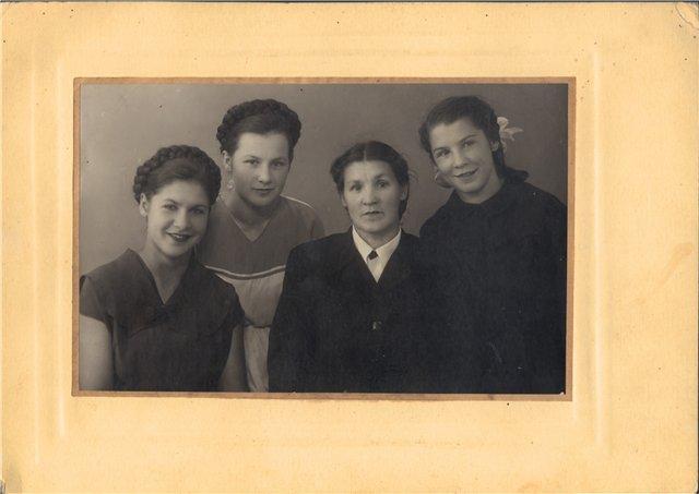 Фотографии с которых смотрят наши предки.... 41ce717280f5