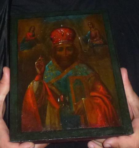Чудо в лагере беженцев в Пуще-Водице: обновилась икона святителя Николая 8389f184fd1f