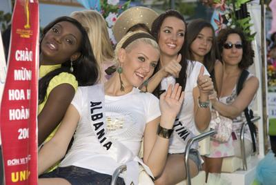 Miss Universe - Page 2 F86cb530b60b