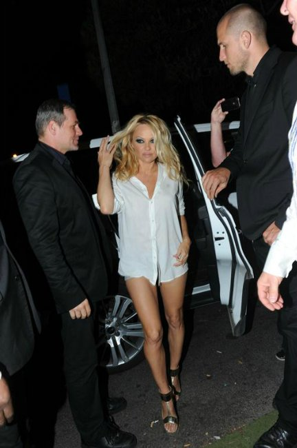 Pamela Anderson 2f9ed2c2cf9d