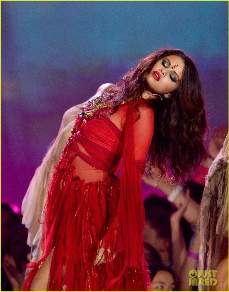 Selena Gomez | Селена Гомес - Страница 9 Eaf508a4410c