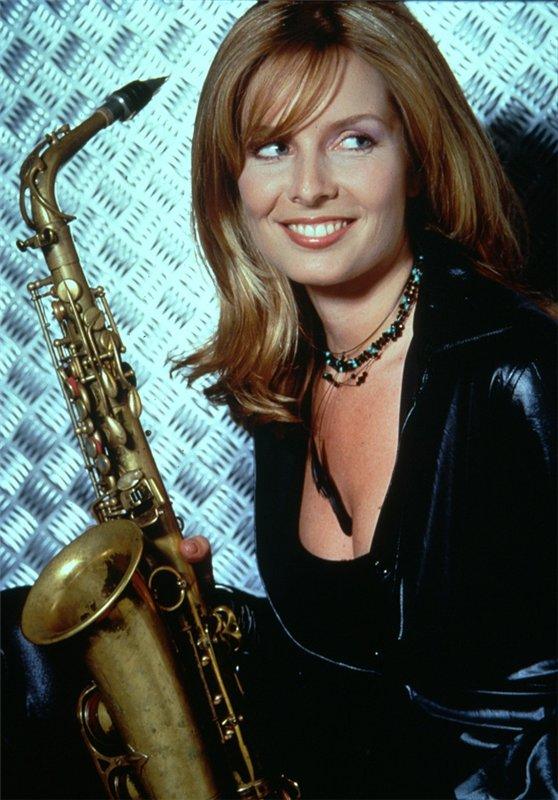 Кэнди Далфер. Девушка с саксофоном 0c7de1651f6b