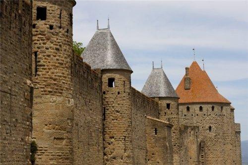 Каркассон (франц. Carcassonne) - город-крепость. 88ddaa5e007c